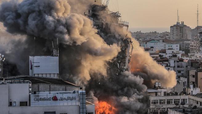 La torre de 14 de plantas Al Shuruq, en Gaza, derribada por bombardeos israelíes.