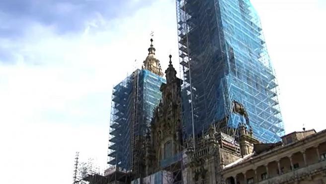 Desaparecen las grúas y andamios de la Catedral de Santiago tras ocho años de restauración.