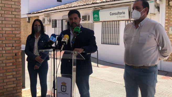 El alcalde de Lora fija en octubre la restitución de las urgencias del centro de salud de El Priorado