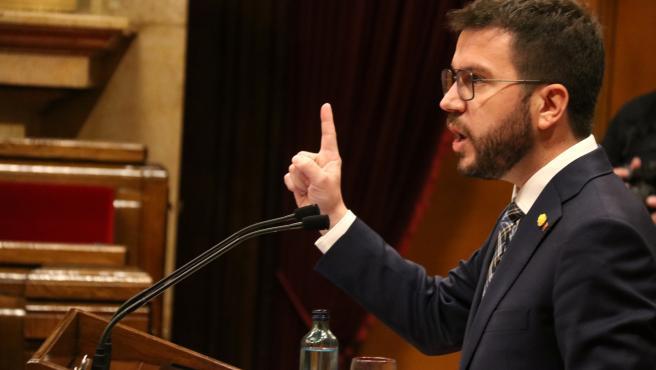 El vicepresident en funciones, Pere Aragonès, en la tribuna del hemiciclo del Parlament este jueves.