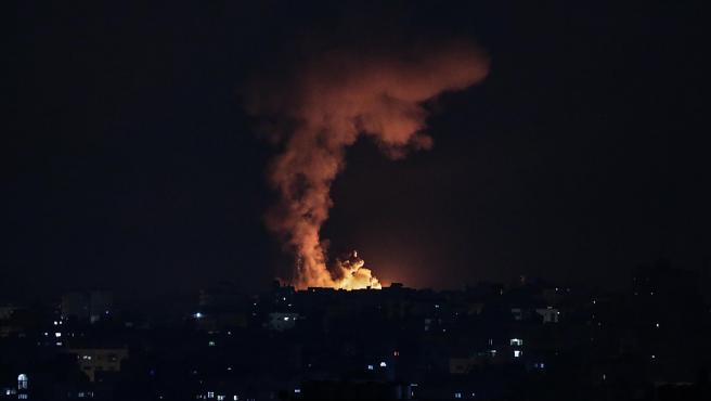 Explosión tras un bombardeo israelí en el norte de la Franja de Gaza.