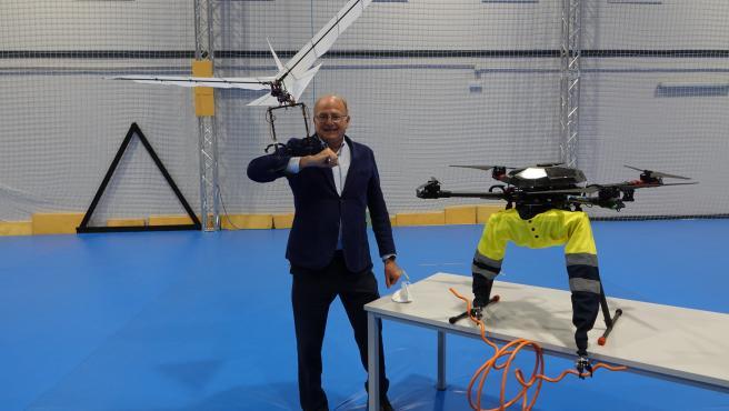 Anibal Ollero lidera el proyecto Griffin que está desarrollando drones inspirados en el vuelo de los pájaros.
