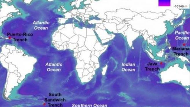 Mapa que muestra las ubicaciones (puntos rojos) de los puntos más profundos en cada uno de los cinco océanos del mundo (Atlántico, Sur, Índico, Pacífico y Ártico). Batimetría global de la síntesis de topografía global de resolución múltiple (GMRT).