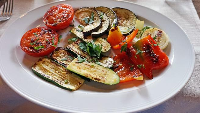 Para nuestras brasas, lo ideal es usar leña y si no, carbón vegetal.