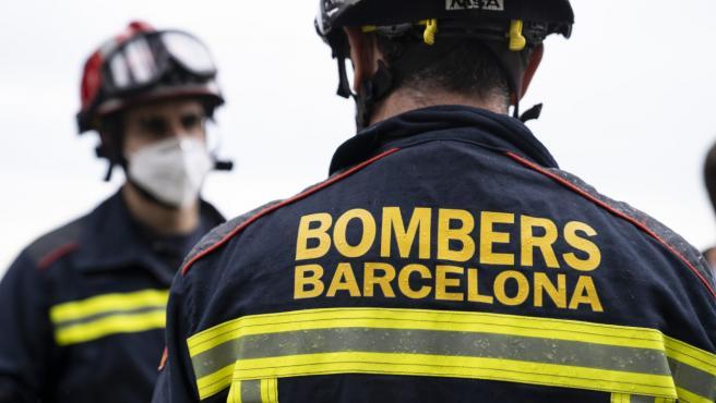 Dos bomberos de Barcelona en una imagen de archivo.
