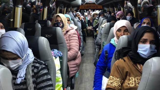 """Interfresa celebra el """"desbloqueo"""" del retorno anticipado de 170 temporeras marroquíes"""