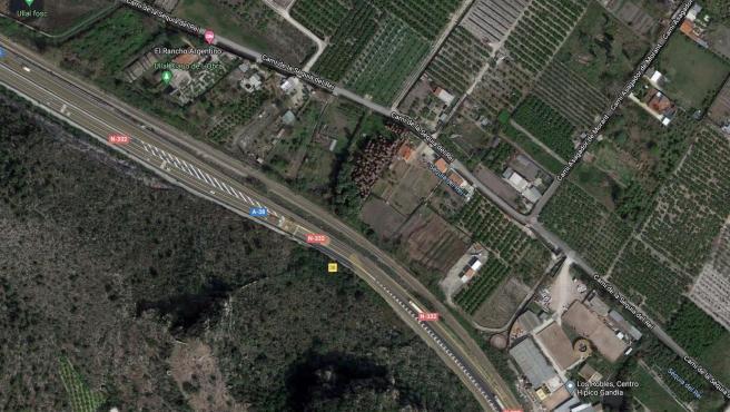 Sucesos.- Un incendio en Gandia cerca de las vías del tren obliga a interrumpir la circulación media hora