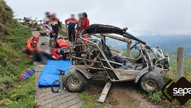 Dos heridos en Mieres tras sufrir un accidente con un 'buggy'