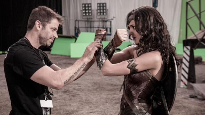 Zack Snyder y Gal Gadot en el set de 'Liga de la Justicia'