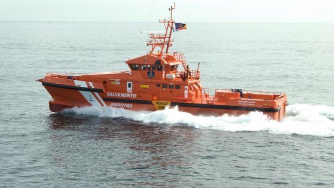 Sucesos.- Rescatan un cayuco con 57 personas a 60 millas de Gran Canaria