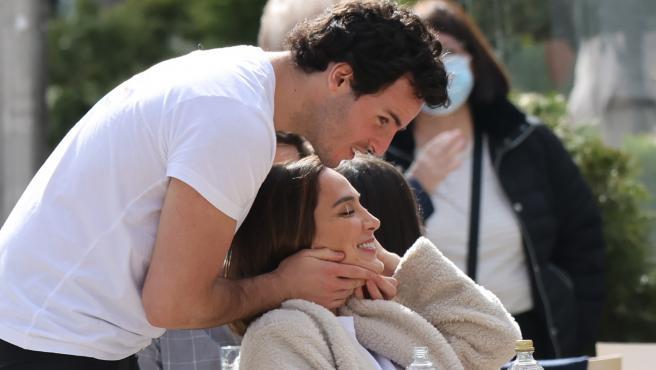 Tamara Falcó e Íñigo Onieva, en una terraza de Madrid el pasado mes de febrero.