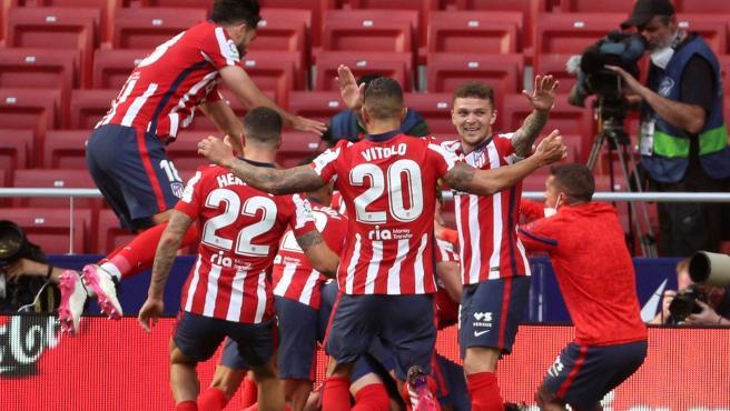 Los jugadores del Atlético celebrando la victoria contra Osasuna