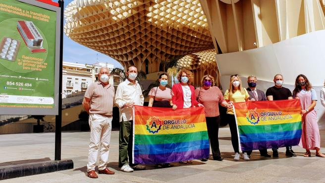 Campaña de Ayuntamiento y Sevilla Diversa contra la homofobia y la transfobia en su día internacional