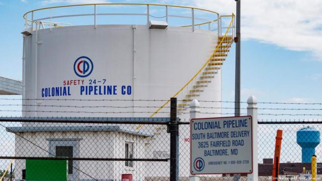Tras el ciberataque, varios estadounidenses están llenando sus contenedores de gasolina por un posible aumento de precio.