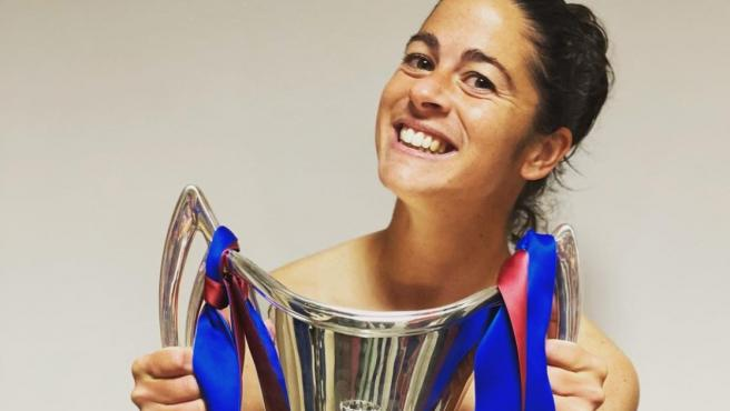 Marta Torrejón, naked with the Champions trophy