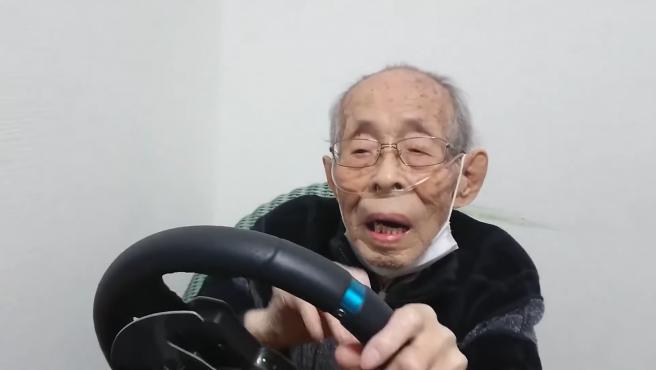 Olivin Corp, el 'youtuber' de 93 años que revive su época de taxista con los videojuegos.