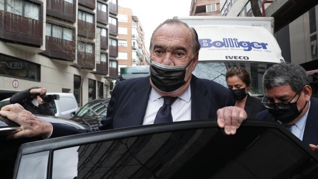 El empresario Fernando Fernández Tapias, a las afueras del juzgado.