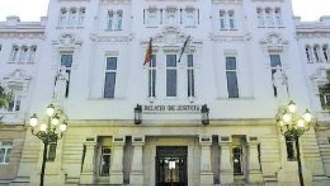 Un juzgado de A Coruña reconoce el derecho de un jubilado a recibir el complemento por maternidad en su pensión