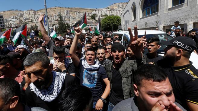 La manifestación convocada hoy en la Puerta de Damasco de Jerusalén Este ocupado, detonante de la actual tensión entre palestinos e israelíes y en el contexto de una jornada de huelga general seguida masivamente en comunidades árabes de Israel y territorios ocupados, duró apenas cinco minutos. (Vídeo: EFE)