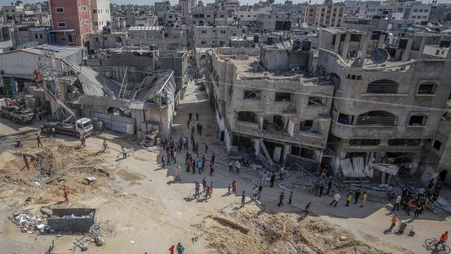 Edificios destruidos por bombardeos israelíes en el campo de refugiados palestinos de Jabaliya, al norte de la Franja de Gaza.