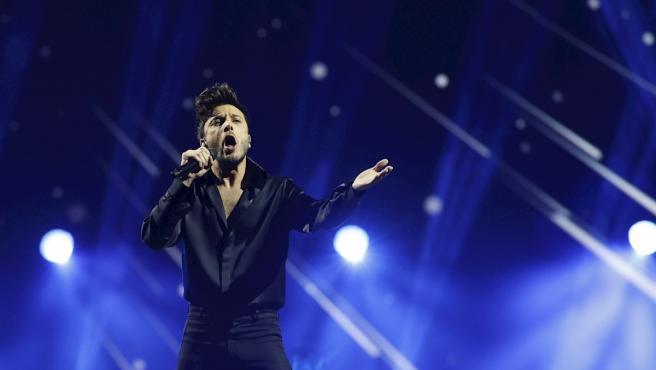 El representante español, Blas Cantó, canta 'Voy a quedarme' en la final del festival de Eurovisión 2021.