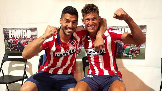 Luis Suárez y Marcos Llorente tras ganar LaLiga con el Atlético