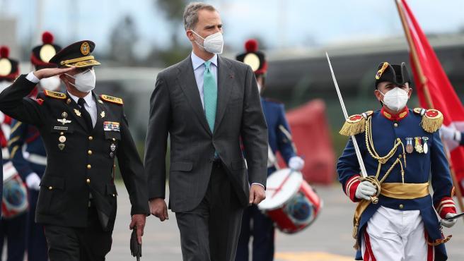 El rey Felipe VI, a su llegada a Ecuador para asistir a los actos de investidura del líder conservador Guillermo Lasso.