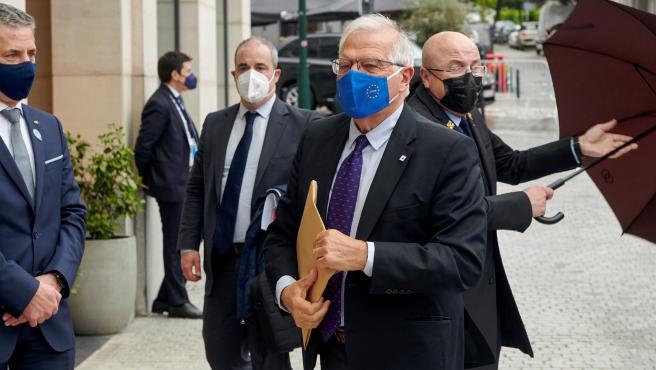 Josep Borrell llega al hotel donde se celebra el Consejo Europeo.