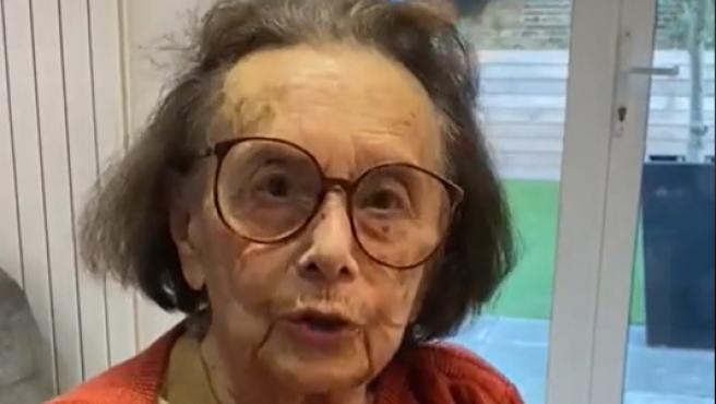 Lily Ebert en uno de sus vídeos de TikTok.