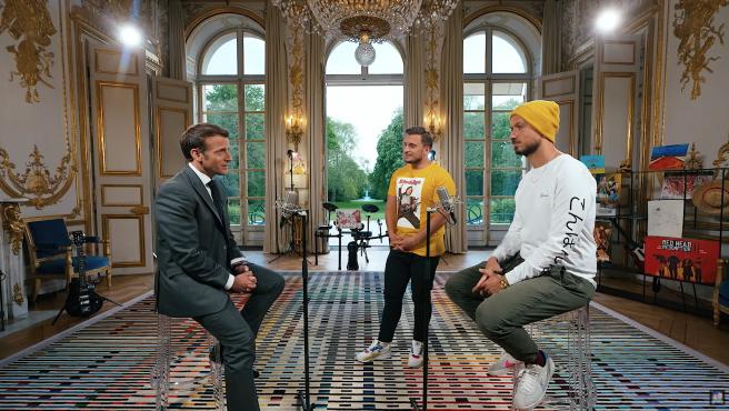 Emmanuel Macron, presidente de Francia, con los 'youtubers' McFly y Carlito.