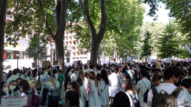 El MIR, concentrado frente al Ministerio de Salud.