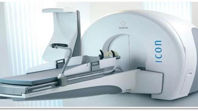 El equipo de radiocirugía craneal y braquiterapia donado por Amancio Ortega.