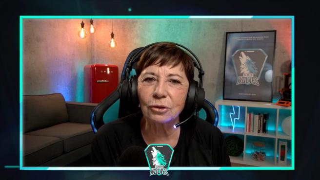 Celia Villalobos en su primer directo de Twitch con Screen Wolves