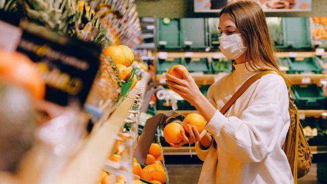 Cada vez son más los consumidores que, además de ir al supermercado a por frescos, hacen la compra 'online'.
