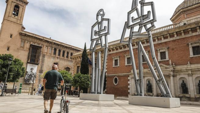 """Opie atrapa """"el espíritu del movimiento"""" en una exposición con esculturas monumentales e inéditas en València"""
