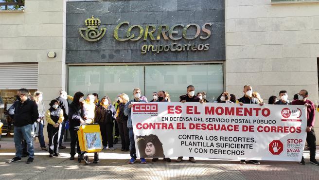 """Trabajadores de Correos se concentran en Logroño en defensa del servicio postal público y evitar """"su desguace"""""""