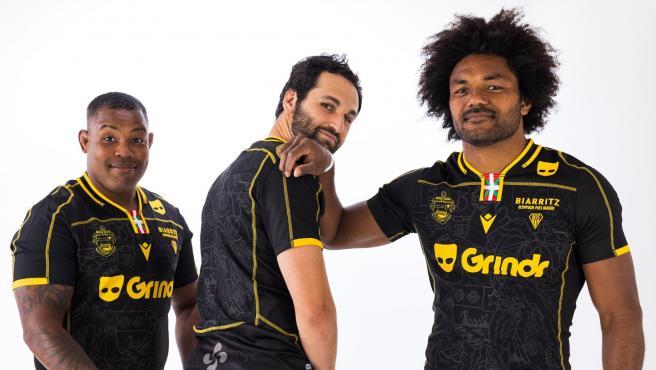 Jugadores del Biarritz Olympique Pays Basque con su nueva equipación.