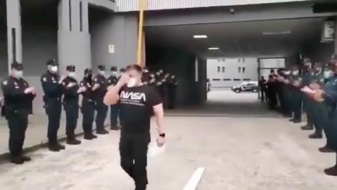 Captura del vídeo en homenaje a Ángel, el policía agredido.