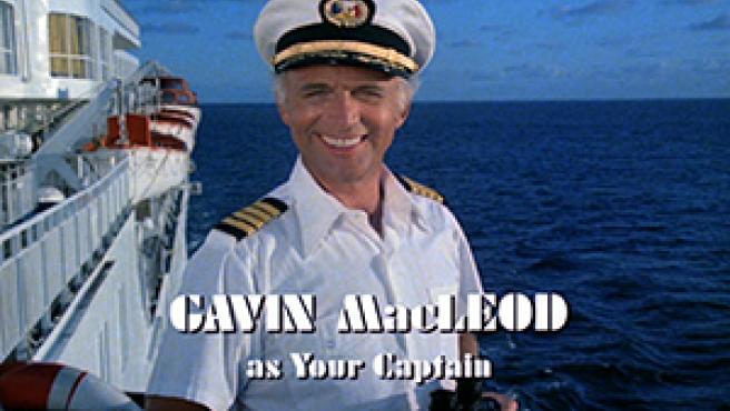 El actor Gavin MacLeod, en los créditos de 'Vacaciones en el mar'.