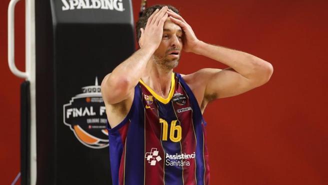 Pau Gasol se lamenta en una jugada de la final de la Euroliga.