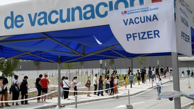 Cola para la vacunación contra la Covid en la Comunidad de Madrid.