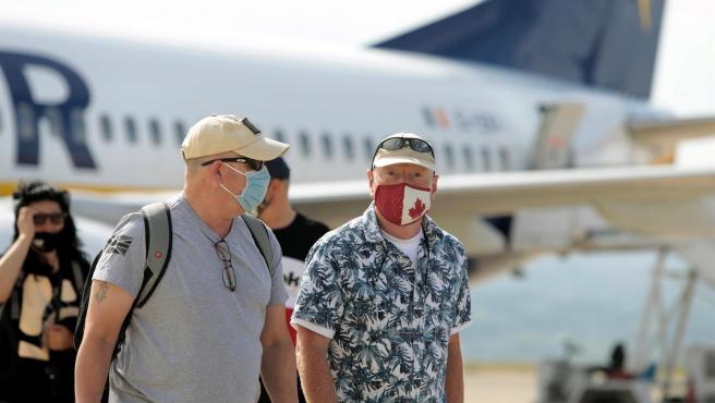 Dos viajeros procedentes de Londres aterrizan en el aeropuerto de Castellón.