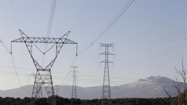 Varias torres eléctricas en una imagen de archivo.