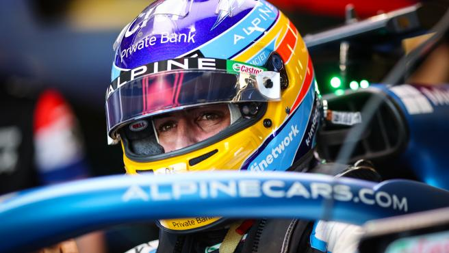 Fernando Alonso se sube a su Alpine