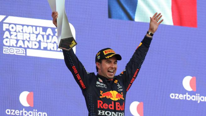 Sergio Pérez celebra su victoria en Azerbaiyán
