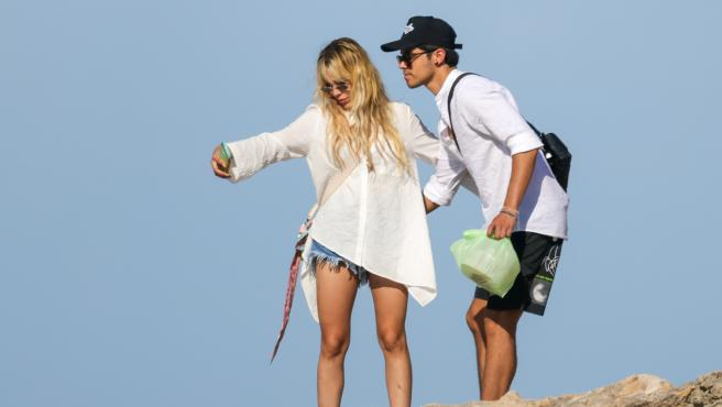 """Danna Paola reacciona a las cariñosas fotografías con Álex Hoyer en Ibiza:  """"Tengo muchos ligues..."""""""