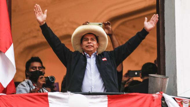 Pedro Castillo, el maestro rural que hace temblar al poder político y  económico de Perú: 'No más pobres en un país rico'