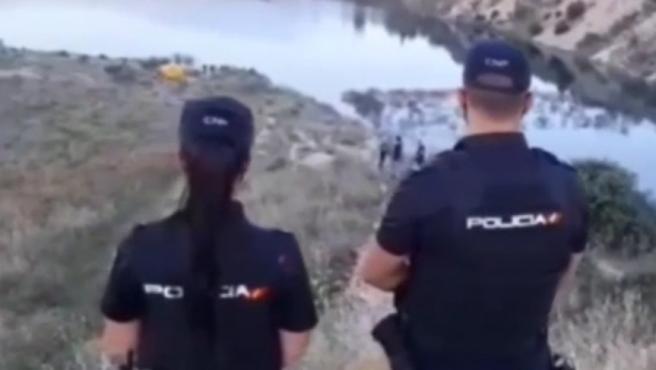 Un menor de edad murió este martes ahogado cuando se bañaba con un grupo de amigos en las lagunas de Ambroz, ubicadas en el distrito madrileño de San Blas-Canillejas.