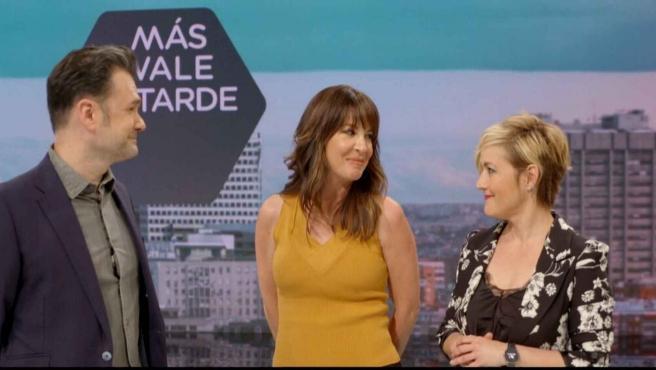 Los periodistas Cristina Pardo, Iñaki López y Mamen Mendizabal, en el plató de 'Más vale tarde'.