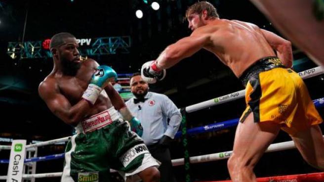 Imagen del combate entre Floyd Mayweather y Logan Paul.